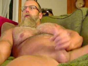 Hairy Muscular Daddy Jerks Off On Cam
