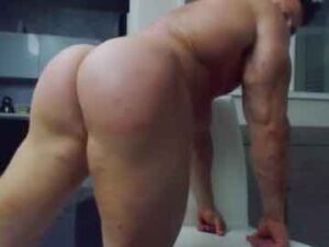 Muscle Bottom Teasing With His Bubble Butt