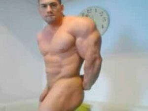 Hot Romanian Bodybuilder Nude Posing