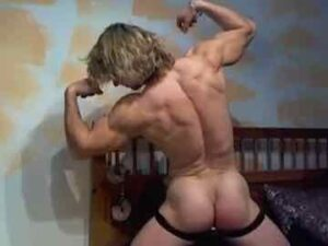 Long Haired Jock Flexing On Free Cam